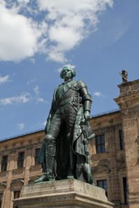 FAU's landmark: The Margrave statue in front of the Schloss in Erlangen (image: FAU)
