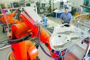 Industrieroboter am FAPS - Lehrstuhl für Fertigungsautomatisierung und Produktionssystematik (Bild: FAU)