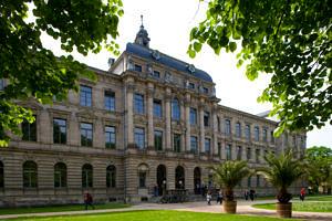 Kollegienhaus (Blick aus dem Schlossgarten) (Bild: FAU/Erich Malter)