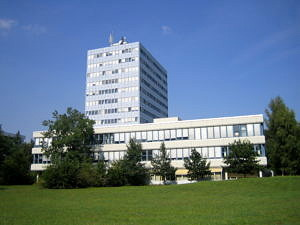 Rechenzentrum und Informatik-Hochhaus am Südgelände der FAU (Bild: FAU)