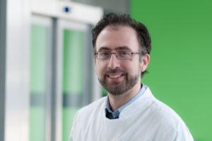 PD Dr. Dimitrios Mougiakakos erforscht den veränderten Stoffwechsel von Krebszellen. (Bild: Uni-Klinikum Erlangen)