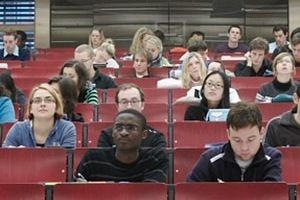 Studierende am FB Wirtschaftswissenschaften (Bild: FAU)
