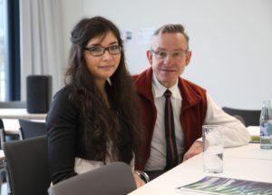 Shaknoza Imomova, Medizinstudentin aus Tadschikistan, erhält ein Deutschlandstipendium, das von Dr. Stefan Thürmer, HNO-Arzt aus Nürnberg, gestiftet wurde. (Bild: Georg Pöhlein)
