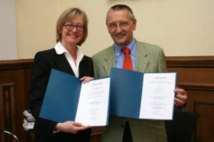 Die neue Kanzlerin Dr. Sybille Reichert mit Alt-Kanzler Thomas A.H. Schoeck (Bild: FAU)