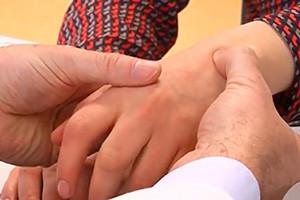 Medikamente, die bei rheumatoider Arthritis eingesetzt werden, haben noch eine weitere, bisher unbekannte Wirkung. (Bild: Universitätsklinikum Erlangen)