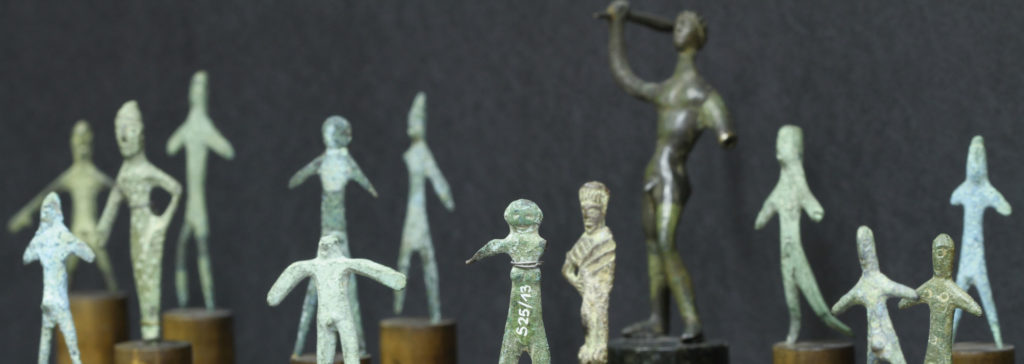 Middle Italic bronze statuettes dating from the fifth century BC in the Pre- and Early History Collection's display collection (image: Georg Pöhlein)