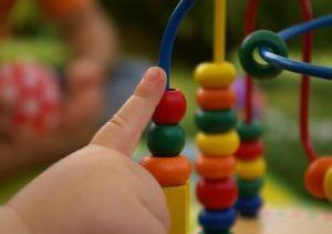 FAU-Forscher fanden heraus: Der erlebte Erziehungsstil in der Kindheit entscheidet über spätere psychische Gesundheit.(Bild: Panthermedia)