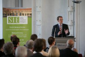 Auch Oberbürgermeister Dr. Florian Janik freut sich sehr über die Gründung der Stifterinitiative. (Bild: Erich Malter)