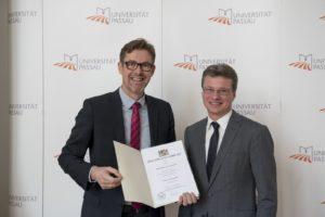 Auch Dr. Georg Breuer wurde von Staatssekretär Bernd Sibler mit dem Preis für gute Lehre ausgezeichnet. (Bild: Francois Weinert)