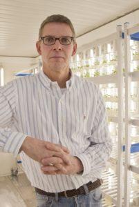 Er koordiniert das Projekt: Prof. Dr. Uwe Sonnewald vom Lehrstuhl für Biochemie. (Bild: Georg Pöhlein)