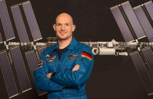 Dr. Alexander Gerst ist Geophysiker und Astronaut. 2014 war er als Bordingenieur bei einer Expedition zur Internationalen Raumstation ISS für fast sechs Monate im All. Für seine unterhaltsamen Twitter- und Facebook-Beiträge aus dem Weltraum wurde er 2015 für den Grimme-Online-Award nominiert. (Bild: ESA–P. Sebirot, 2014)