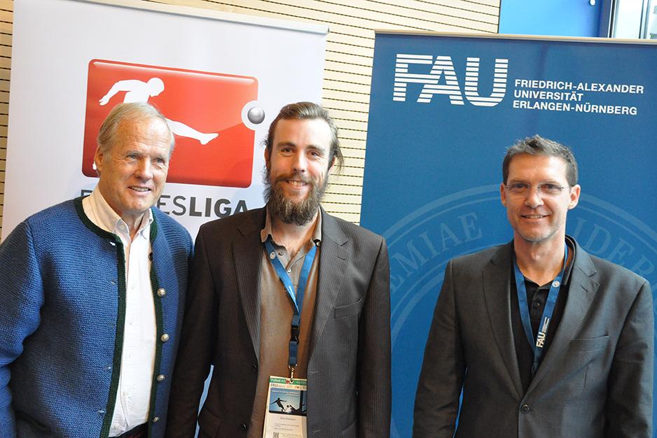 Gewinner Dino Poimann zusammen mit FUNiño-Erfinder Horst Wein und Prof. Dr. Dr. Matthias Lochmann. (Bild: Sportfoto Zink)