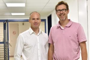 PD Dr. Dr. Florian Stelzle (l.) und PD Dr. Georg Breuer haben den Kurs entwickelt. (Bild: Universitätsklinikum Erlangen)