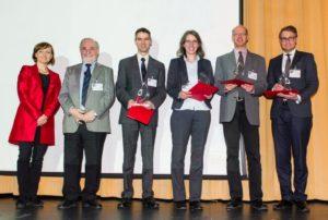 Der Semikron Innovationspreis 2016 wurde am 08.03.2016 im Rahmen der CIPS-Konferenz im Maritim Hotel Nürnberg verliehen. Im Bild (v.l.n.r.): Bettina Martin (Semikron-Stiftung), Prof. Dr. Leo Lorenz (Präsident der ECPE e.V.), Dr. Patrick Berwian (Fraunhofer IISB), Lari-ssa Wehrhahn-Kilian (Infineon Technologies AG), Dr. Michael Krieger (FAU Erlangen-Nürnberg), Dr. Steffen Oppel (Intego GmbH) in Vertretung für Dr. Michael Schütz. (Bild: Semikron-Stiftung)