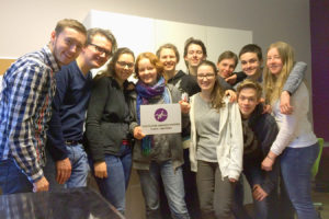Zusammen mit anderen ehrenamtlichen Helfern kümmert sich Mio um Schüler, die ein Jahr im Ausland verbringen möchten (Bild: Mio Kuschick).