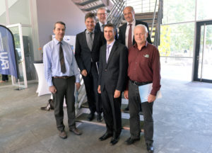 From left to right: Prof. Dr. Martin Hundhausen, Prof. Dr. Joachim Hornegger, Prof. Dr. Rainer Fink, Stefan Müller, Prof. Dr. Tobias Unruh and Prof. Dr. Andreas Magerl. (Image: Harald Sippel)