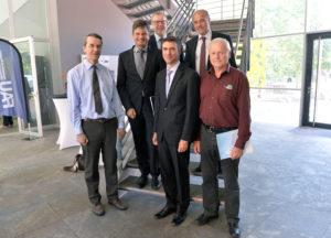 Von links: Prof. Dr. Martin Hundhausen, Prof. Dr. Joachim Hornegger, Prof. Dr. Rainer Fink, Stefan Müller, Prof. Dr. Tobias Unruh und Prof. Dr. Andreas Magerl. (Bild: Harald Sippel)