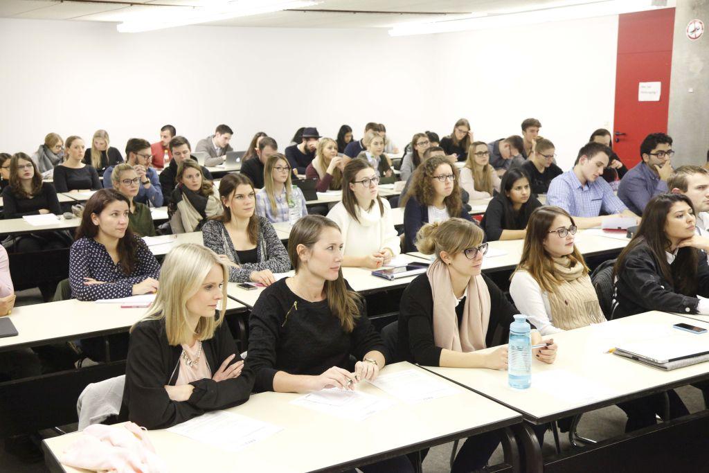 Studierende, die 2016 das LES organisierten