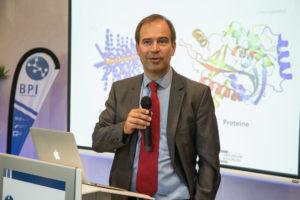 Prof. Dr. Dietmar Drummer bei der Eröffnung des Bayerischen Polymerinstituts in Fürth.