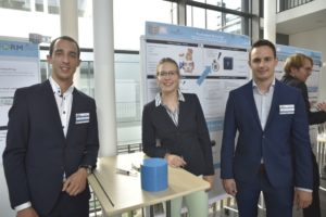 FAU students Julius Engel, Andrea Stefke and Andreas Scheuerer (from left to right) developed a finger cap that can be used to cool small and specific areas of skin.(Picture: FAU/Christina Dworak)