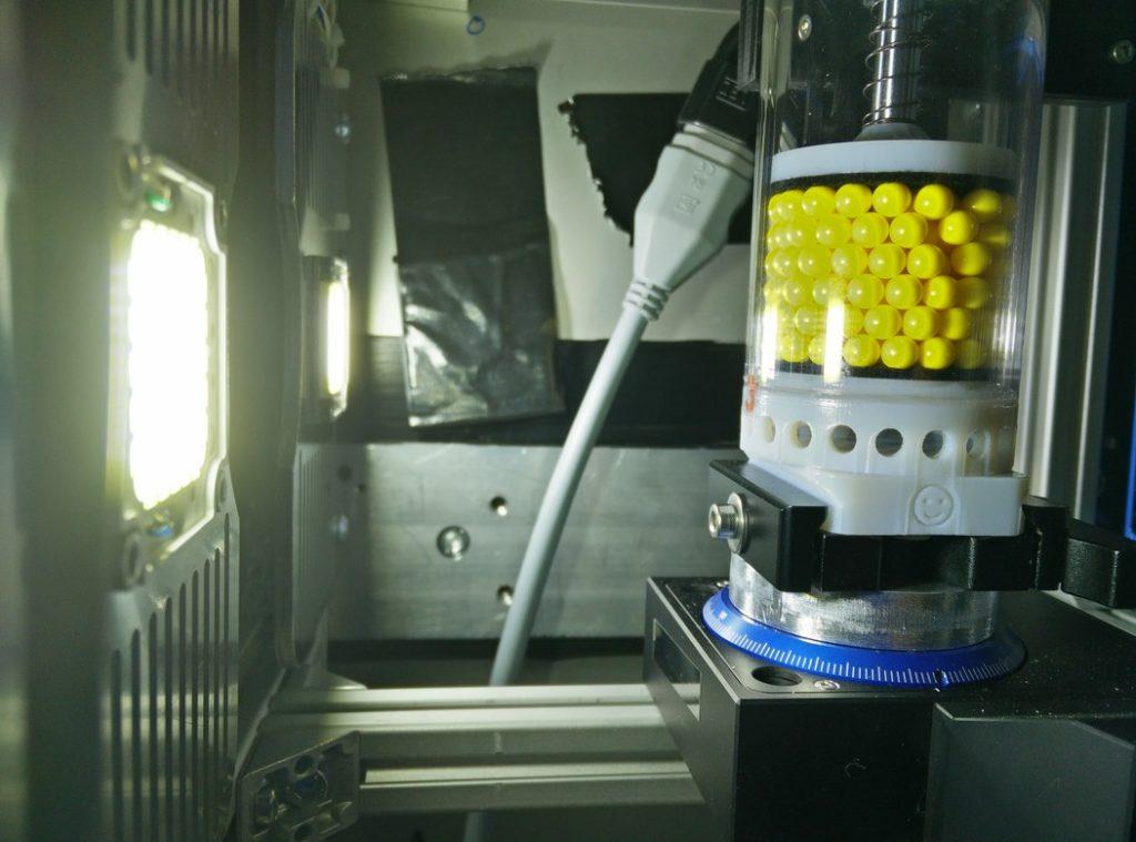 Ein Blick ins Innere der Röntgenkabine mit dem Versuchsaufbau