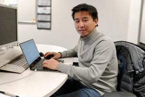 Lipiao Bao am Laptop