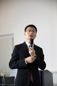 Forscht an optischen Techniken zur Absorptionsspektroskopie und nichtlinearer Tomographie: Dr. Weiwei Cai, diesjähriger Preisträger des SAOT Young Researcher Award in Optical Technologies.
