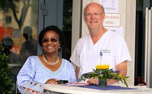 Ralph Heimke-Brinck mit der Erlanger Stadträtin Dr. Herzberger-Fofana zusammen auf einem Portraitfoto