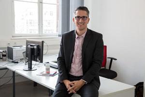 Prof. Dr. Sven Laumer, Lehrstuhl für Wirtschaftsinformatik, insbesondere Digitalisierung in Wirtschaft und Gesellschaft der FAU. (Bild: FAU/Georg Pöhlein)
