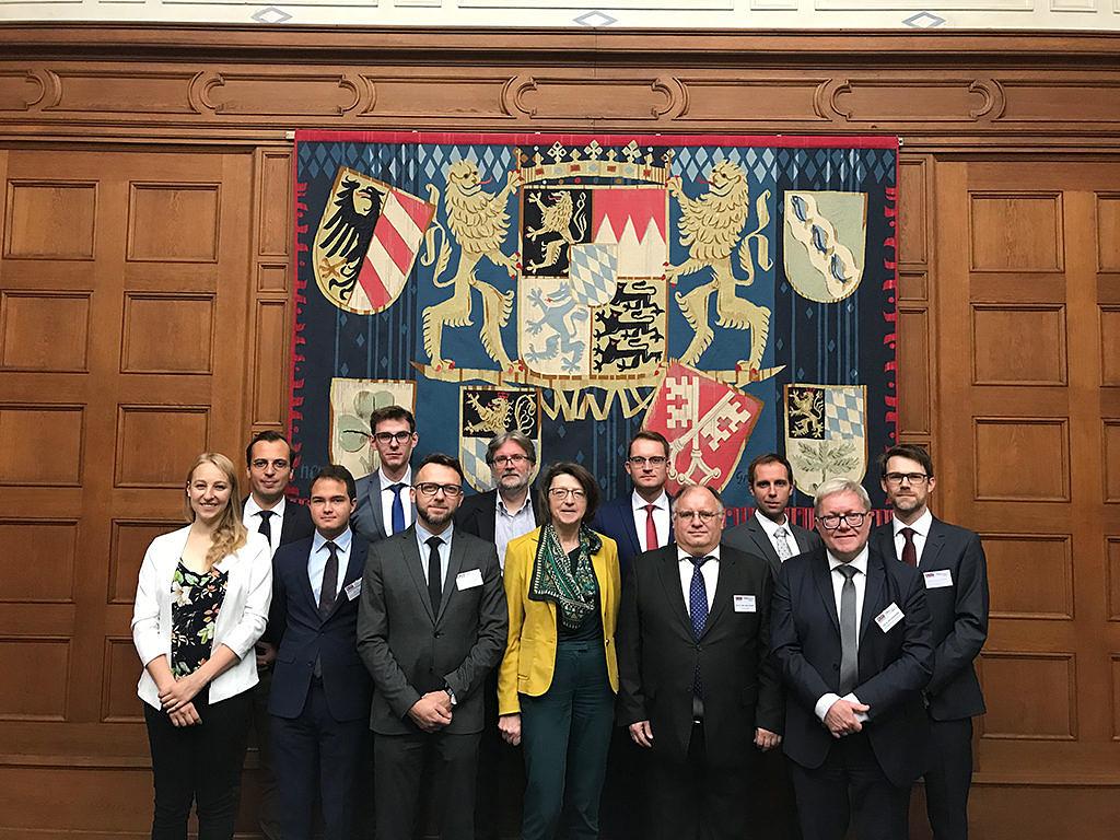 Gruppenbild mit den Wissenschaftlern im Memorium Nürnberger Prozesse