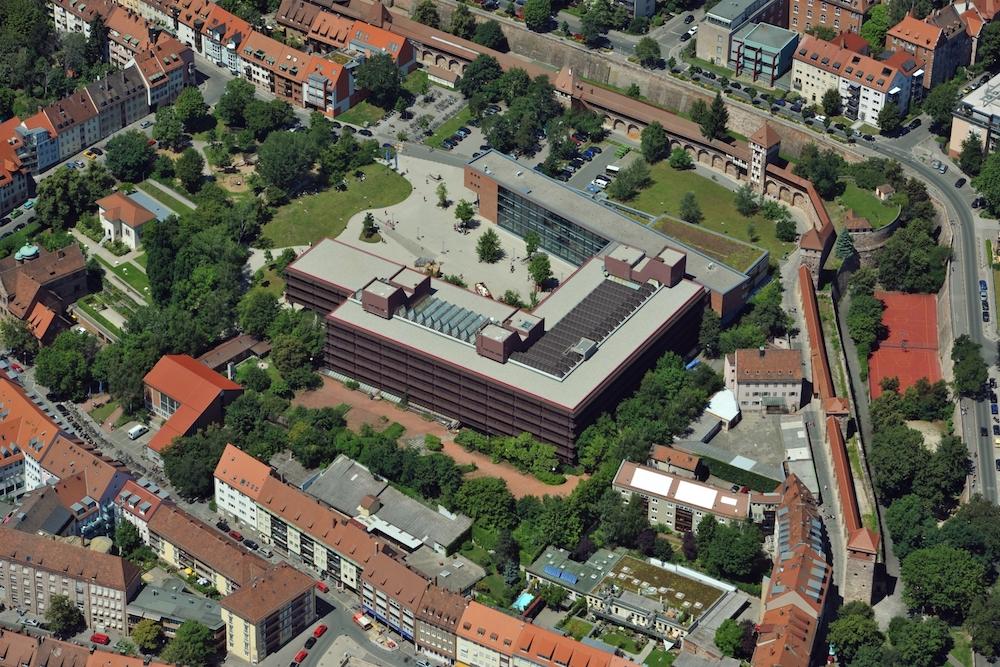 Ein Blick aus der Vogelperspektive auf die Lange Gasse 20 in Nürnberg, einer der beiden Standorte des Fachbereichs Wirtschaftswissenschaften.