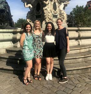 Die 4 Gründerinnen Patrícia Rita, Kyra Walenga, Cindy Montenegro und Lee Krutschder Power community SHEer