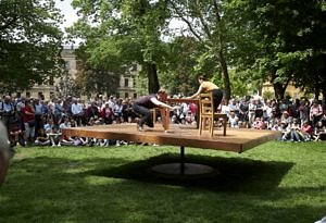 Two acrobats on a moving platform in Erlangen Schlossgarten