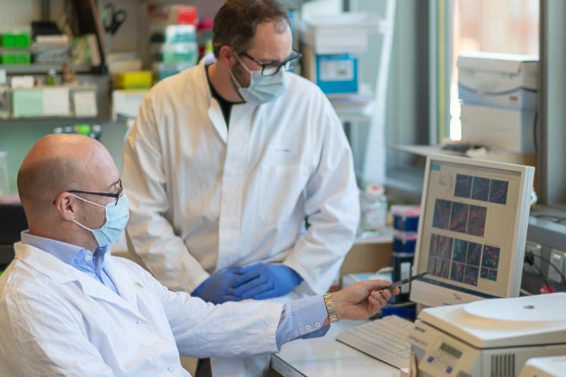 Georg Schett und weiterer Wissenschaftler