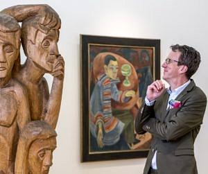 Daniel Hess vor Kunst