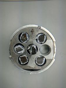 Proben in einem Probenhalter für die Elektronenmikroskopie