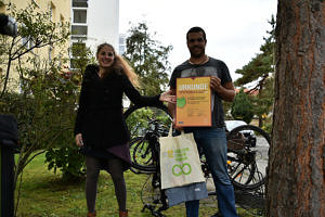 Zukunftspreis: TechFak-Garten: v.l. Janina Baumbauer (Stadt Erlangen), Simon Rauch (Team TechFak-Garten)
