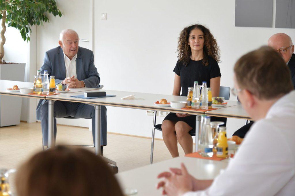 Dr. Günther Beckstein (ehemaliger bayerischer Ministerpräsident), Prof. Dr. Yurdagül Zopf (Leiterin des Hector-Centers für Ernährung, Bewegung und Sport),